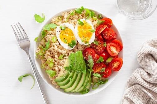 Kvinoja z jajcem