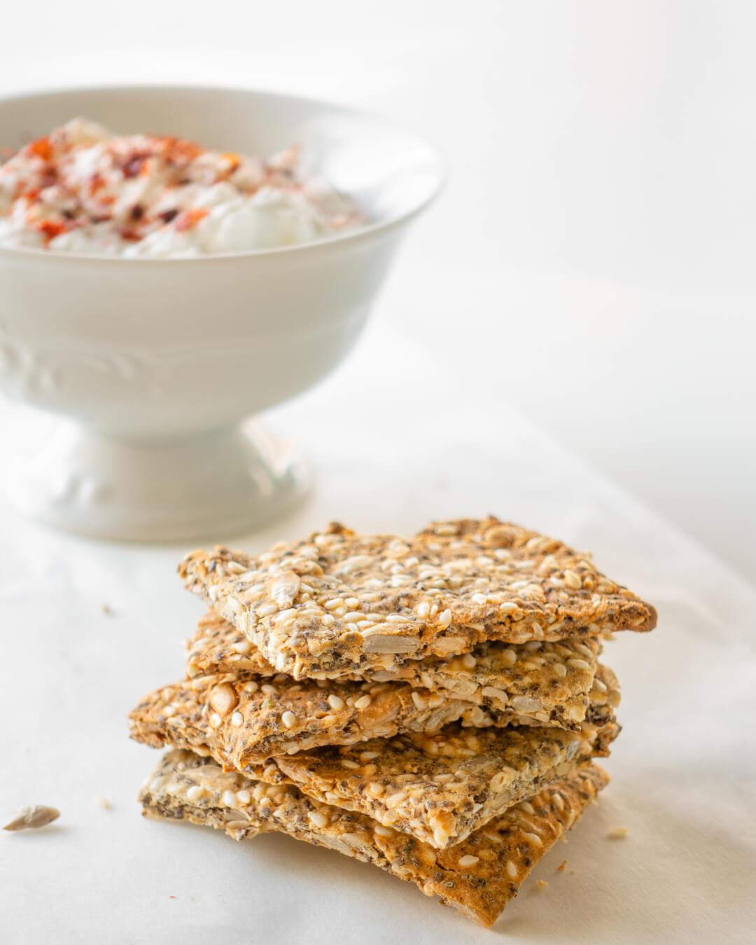 Krekerji iz semen z namazom